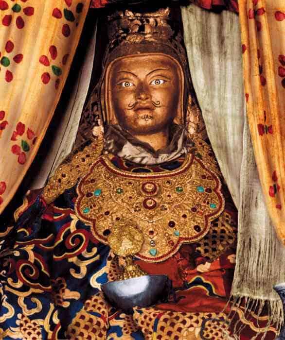 Looks like me Guru Rinpoche