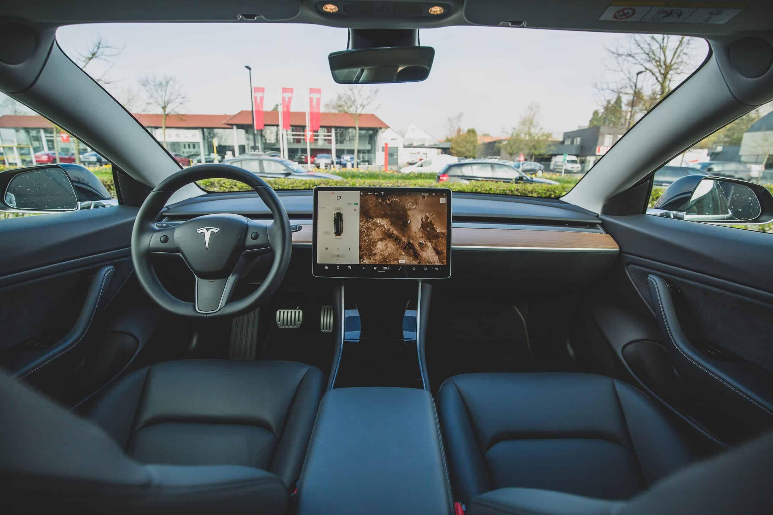 bram-van-oost-Interior Tesla 3-unsplash (2)