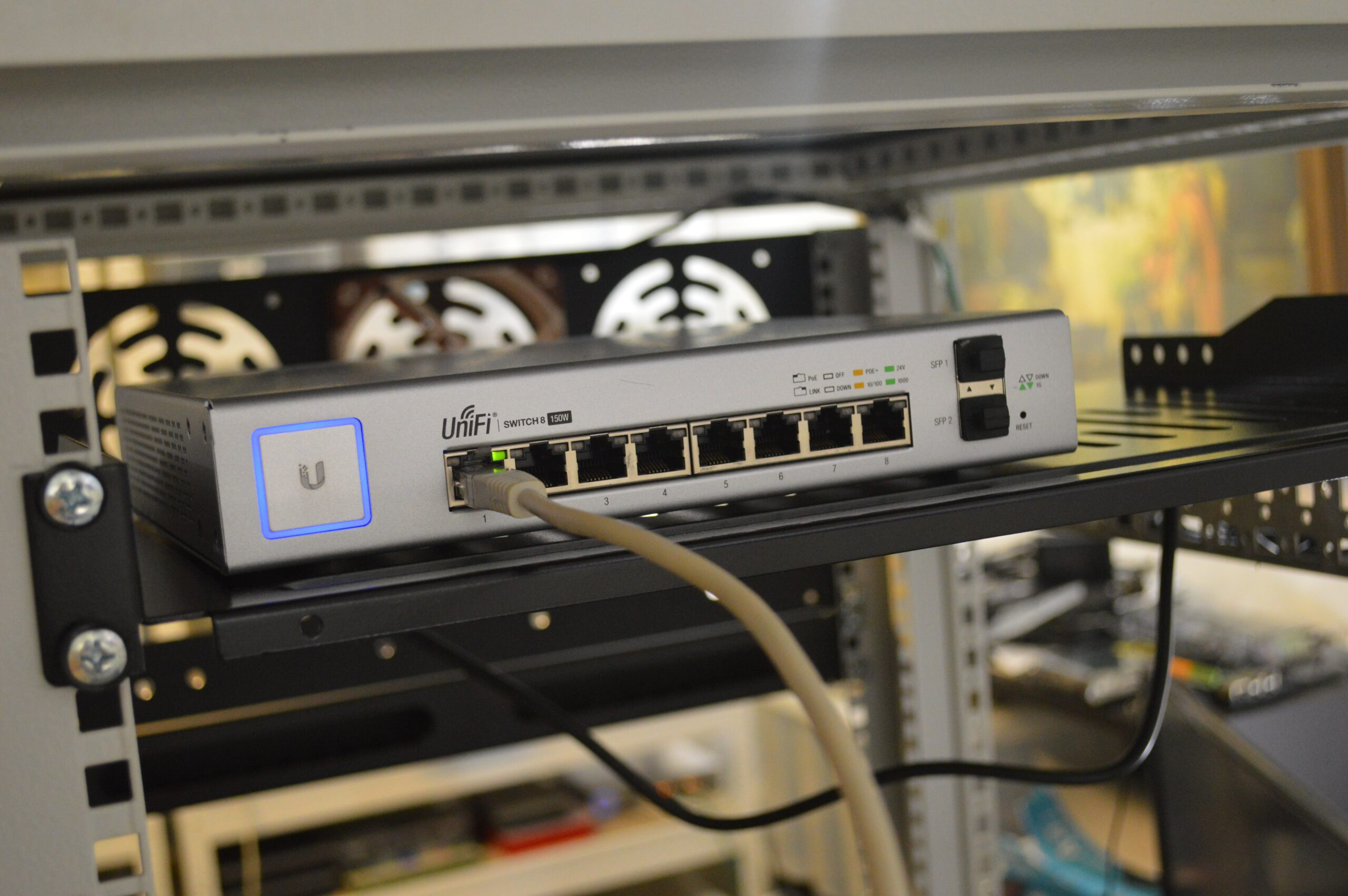 thomas-jensen-Unifi Switch Internet-unsplash