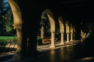 ashim-d-silva-Stanford Arches with shadow-unsplash