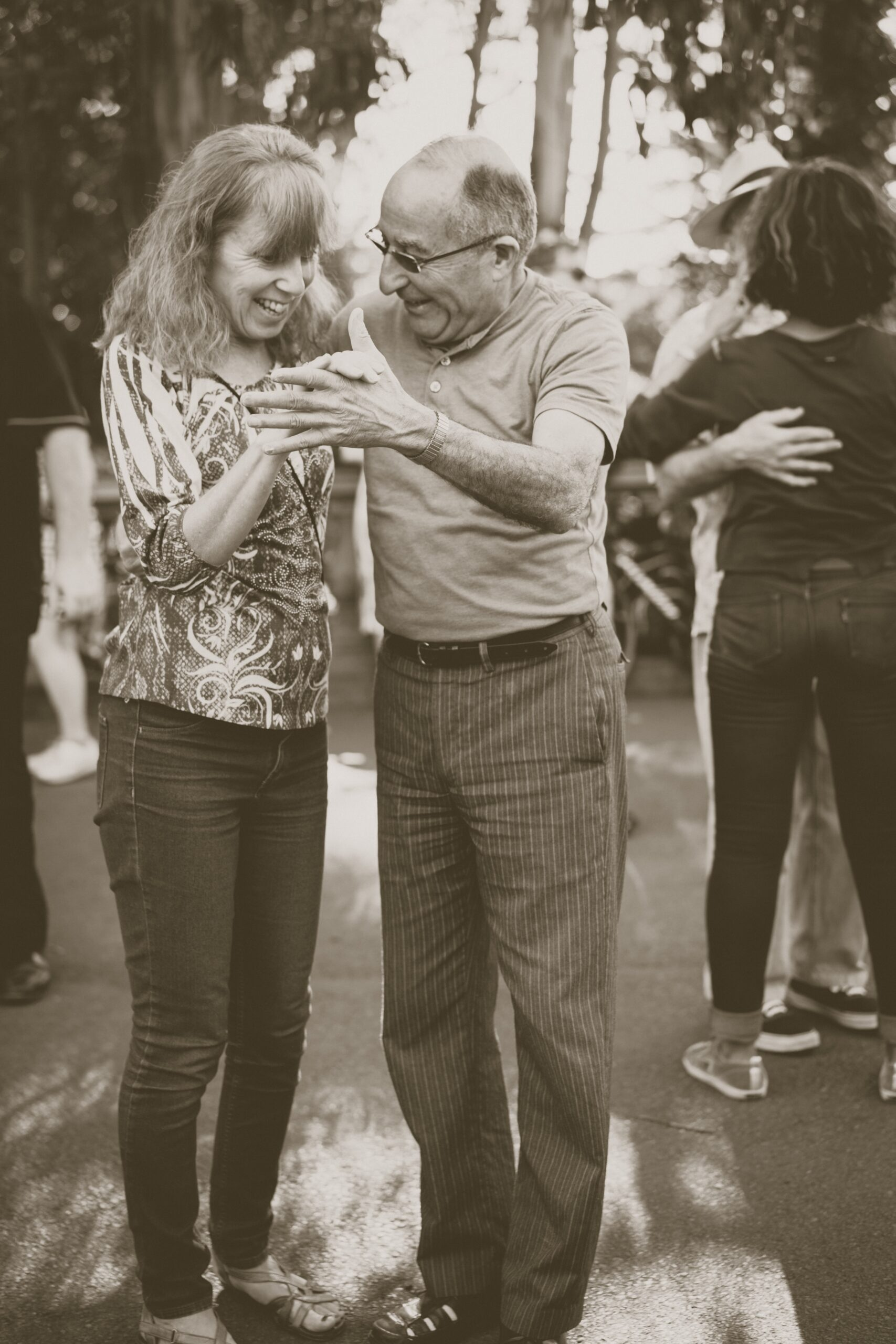 john-moeses-bauan-Couple Dancing-unsplash