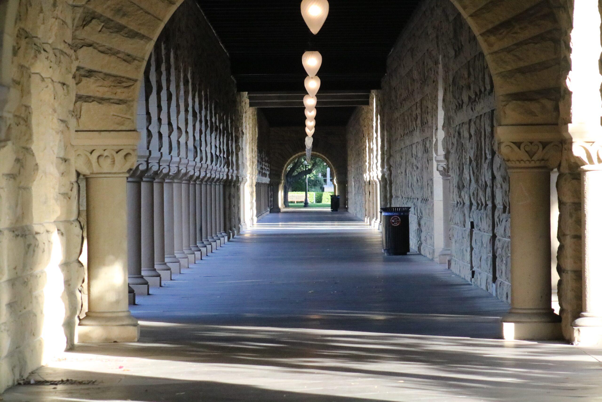 jorge-fernandez-salas-Stanford Arches early eve-unsplash