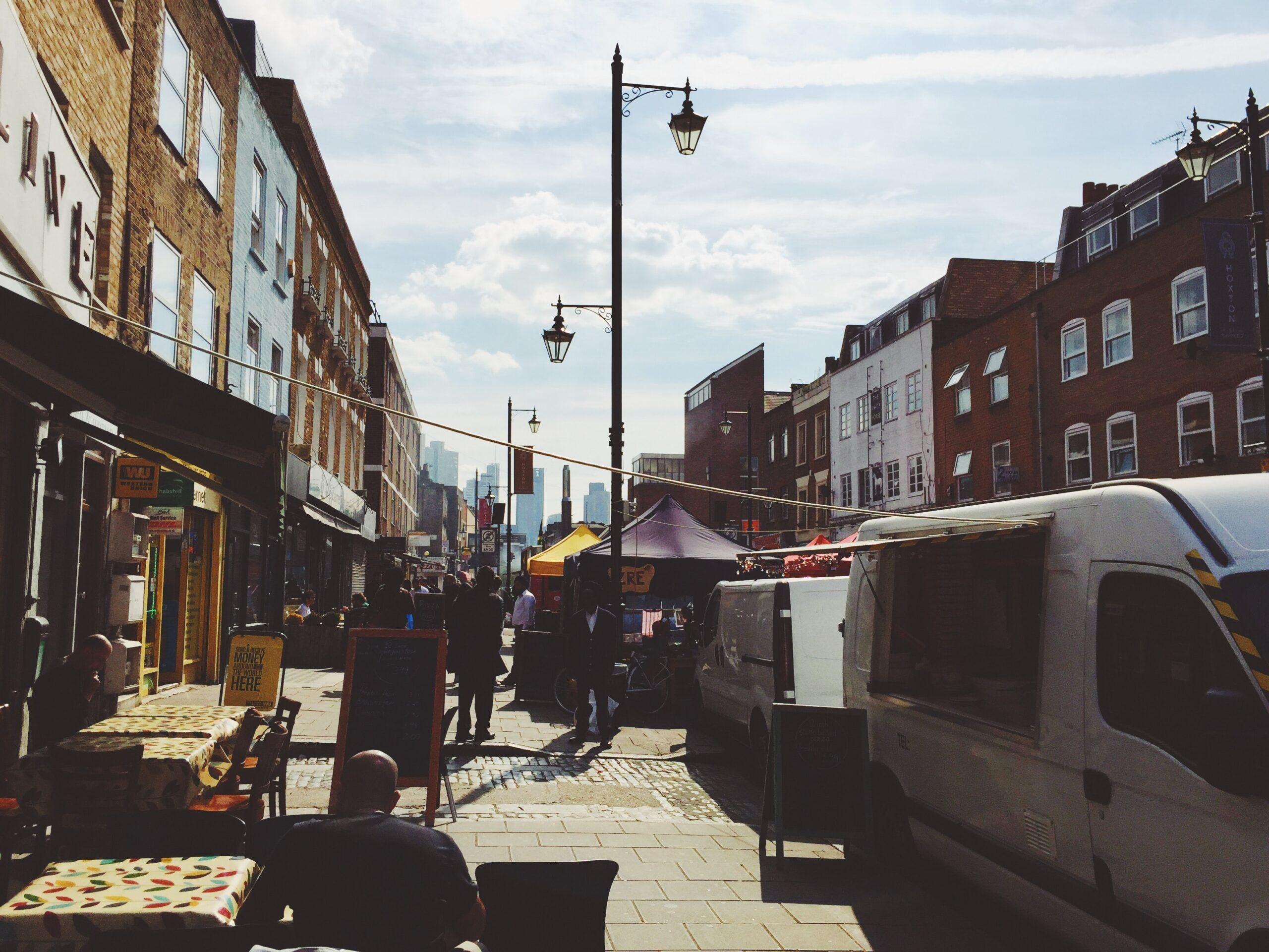 robert-bye-London UK summer street-unsplash