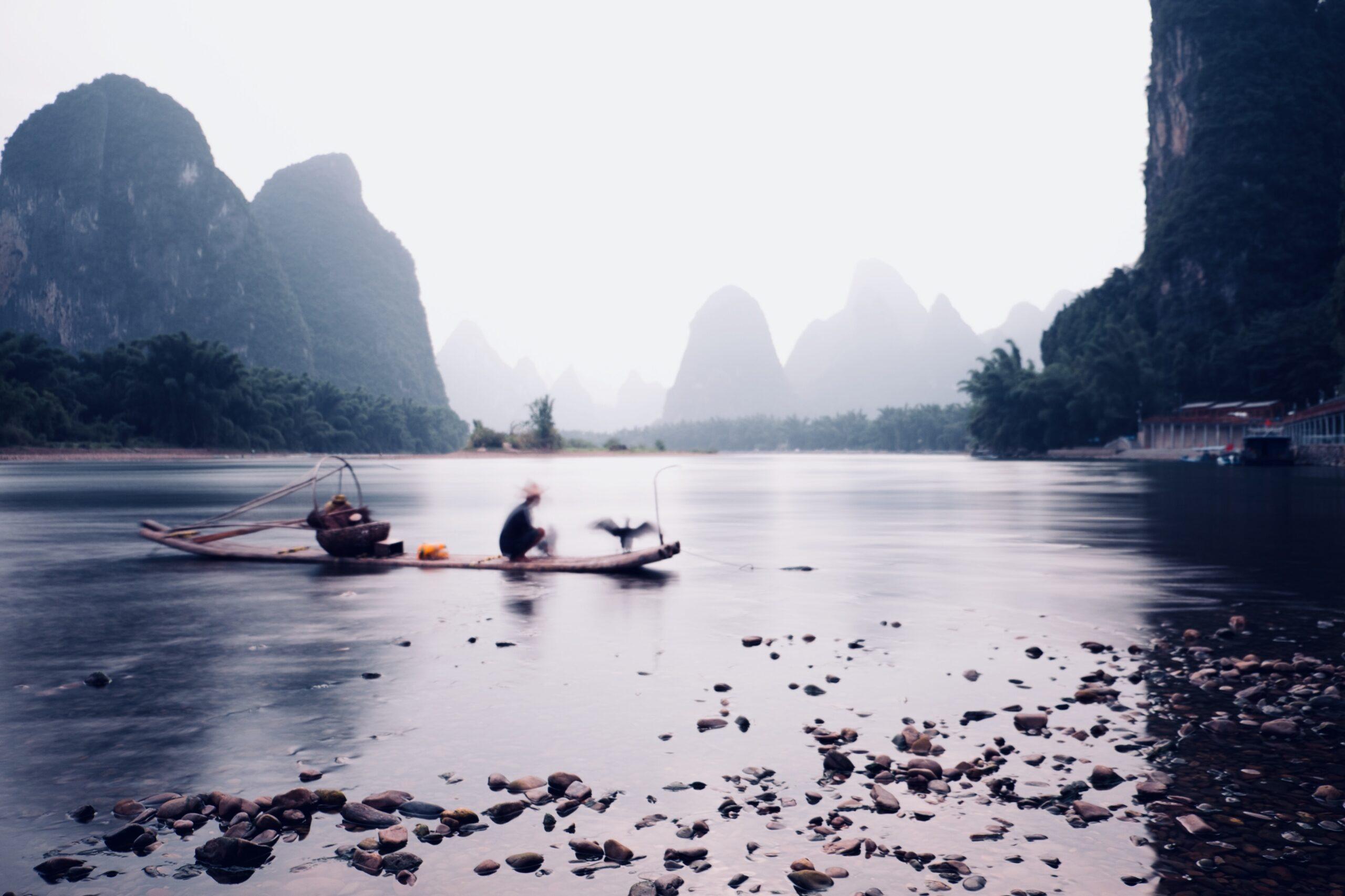 william-zhang-chinese fisherman early morning fishing in skiff-unsplash