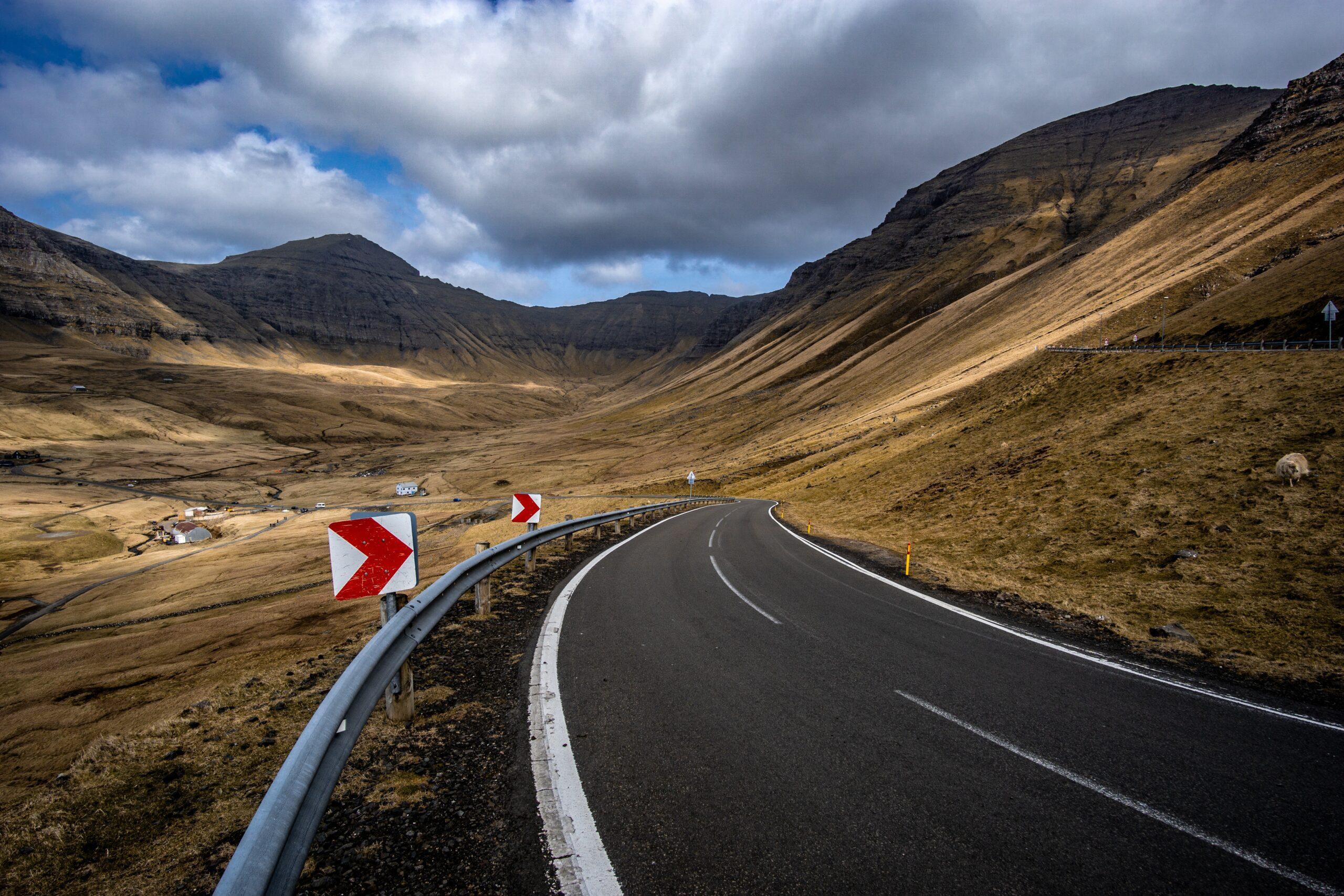 michael-fousert-blue highway through desert scape valley between pasture SW USA land-unsplash