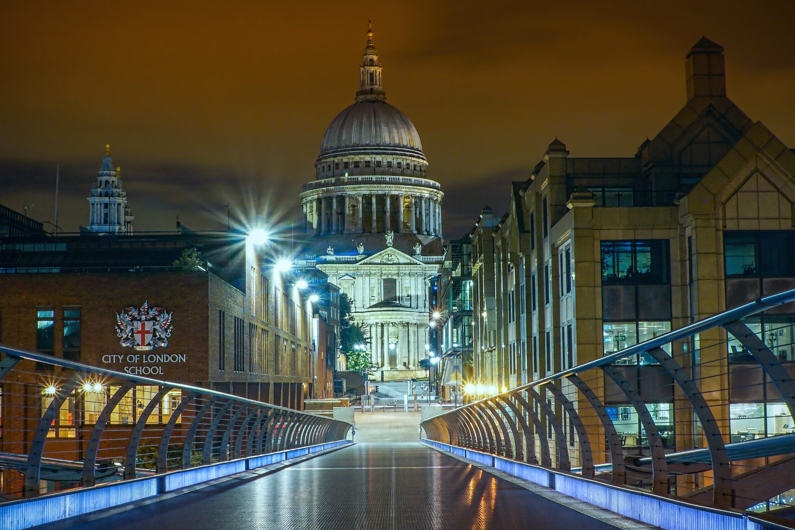 stefan-siegel-Millenium Bridge at night with City of London School -unsplash