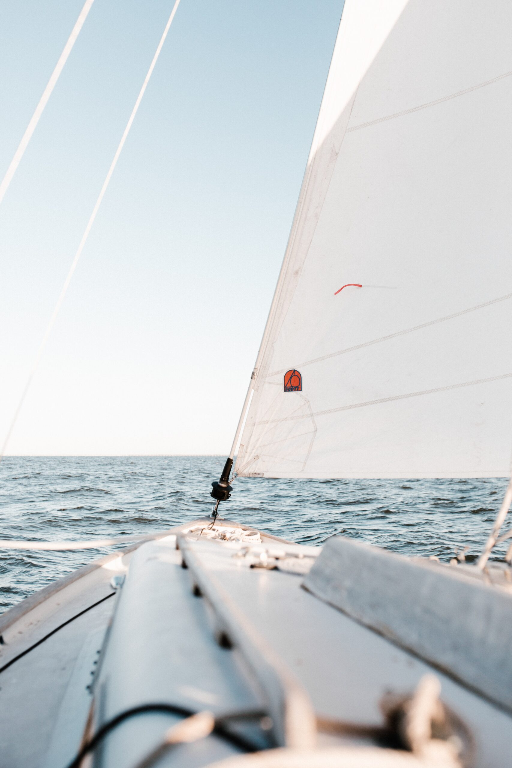 andrew-neel-Hoisted Main sale and ocean water horizon-unsplash
