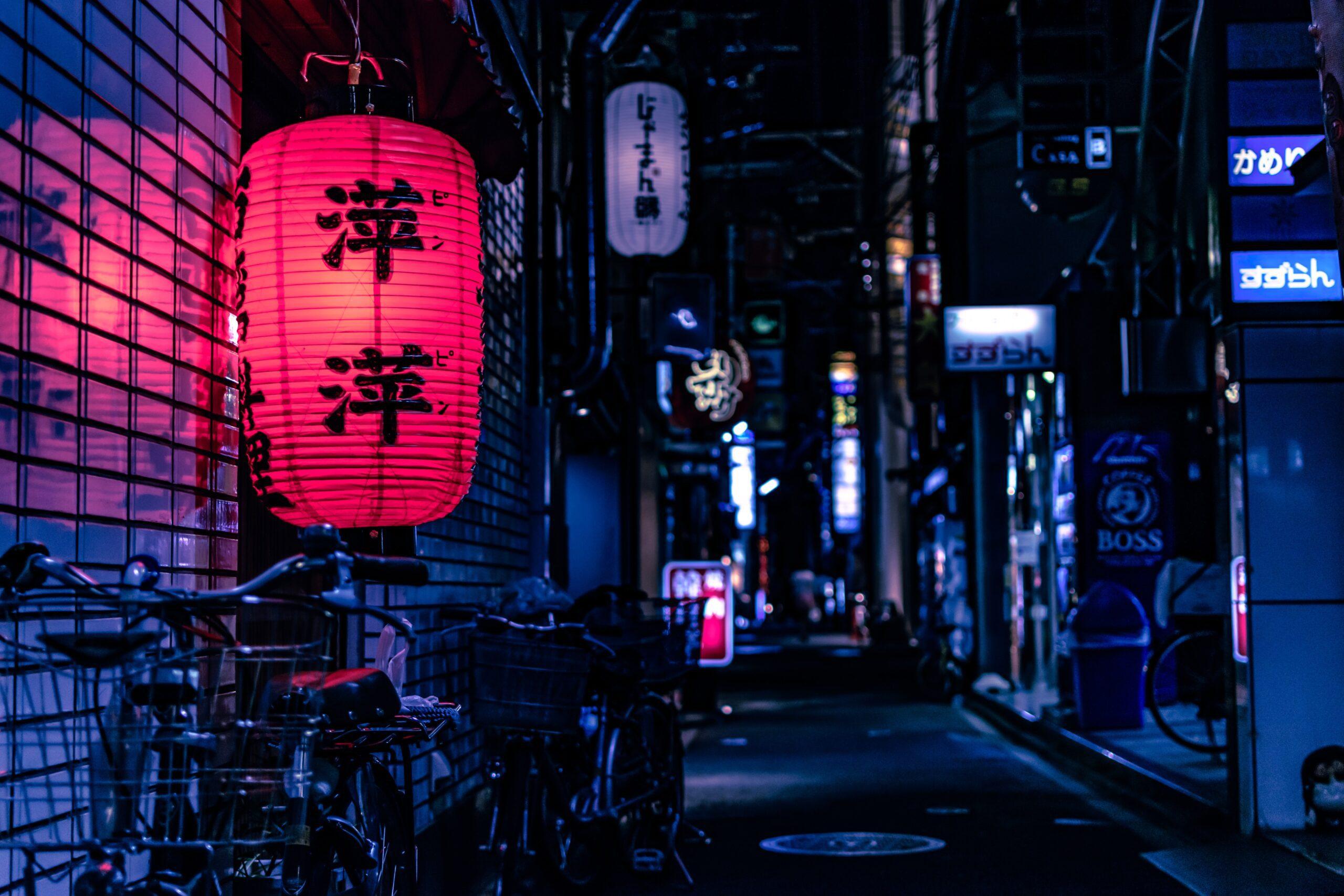 jase-bloor-Red lantern in foreground on Tokyunsplash