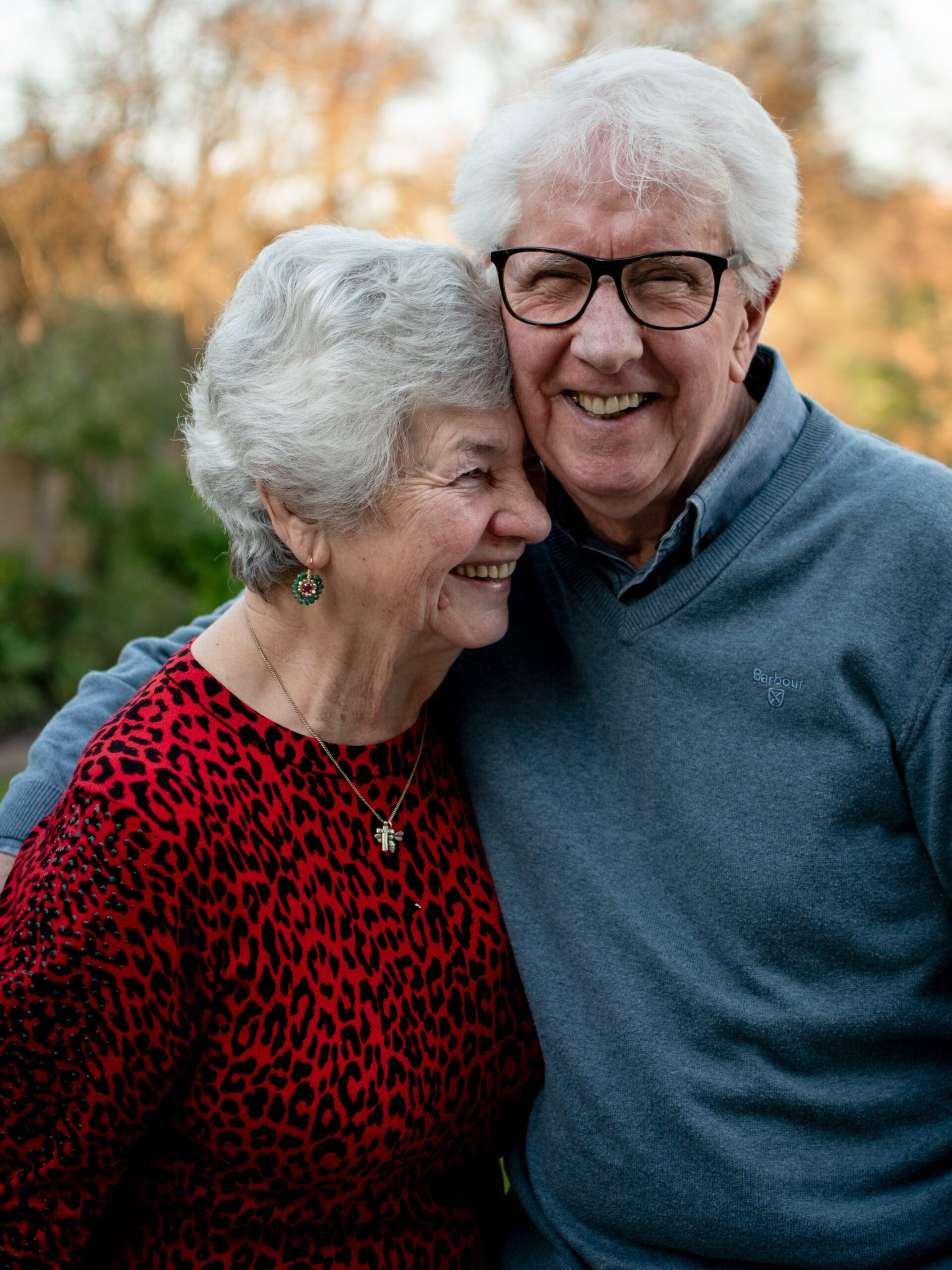 joe-hepburn-older couple embrace-unsplash