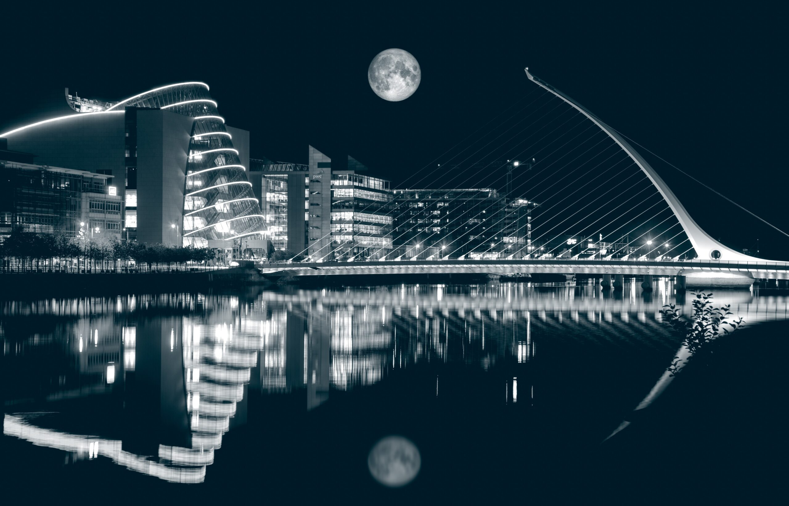 saad-chaudhry-Night with full moon over river Dublin-unsplash