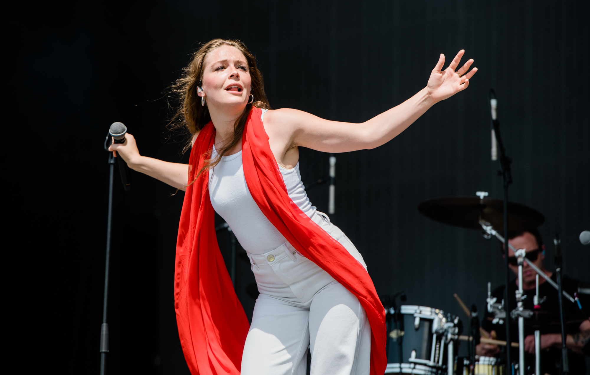 MAGGIE-ROGERS-ANDY-HUGHES-NME-GLASTO19-5137