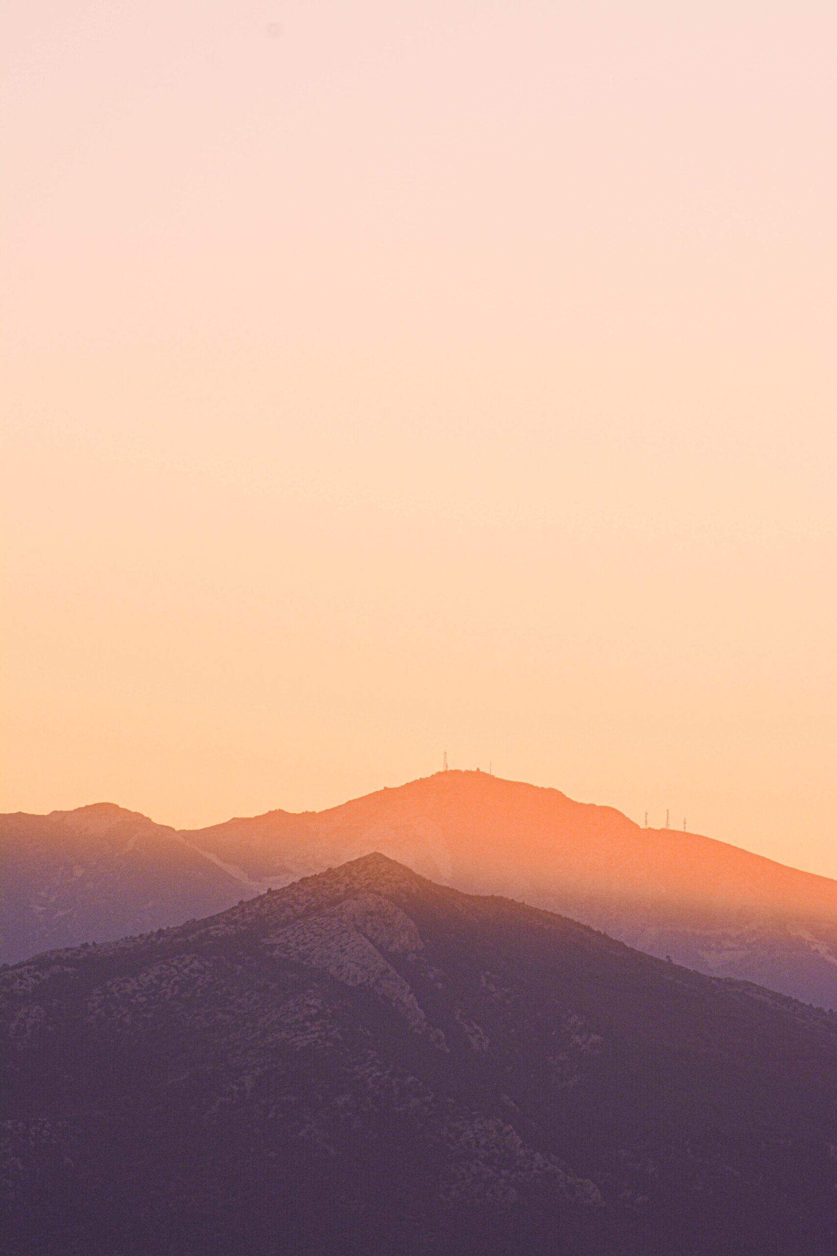christina-deravedisian-beautiful mountain view early morning light-unsplash