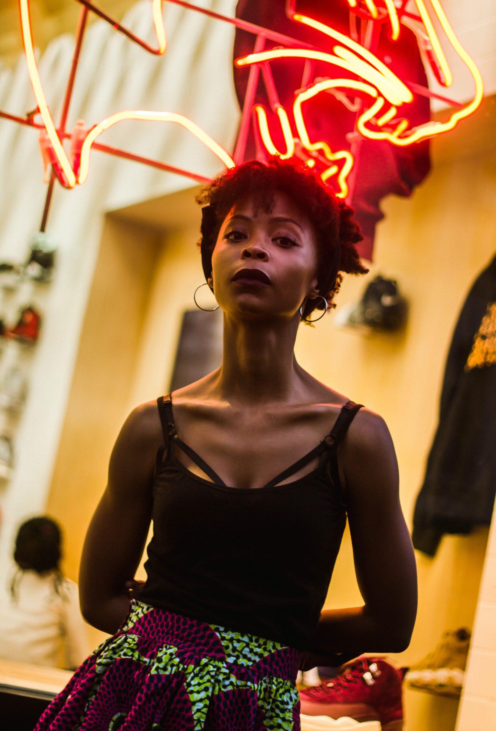 laura-thonne-Beautiful woman-unsplash