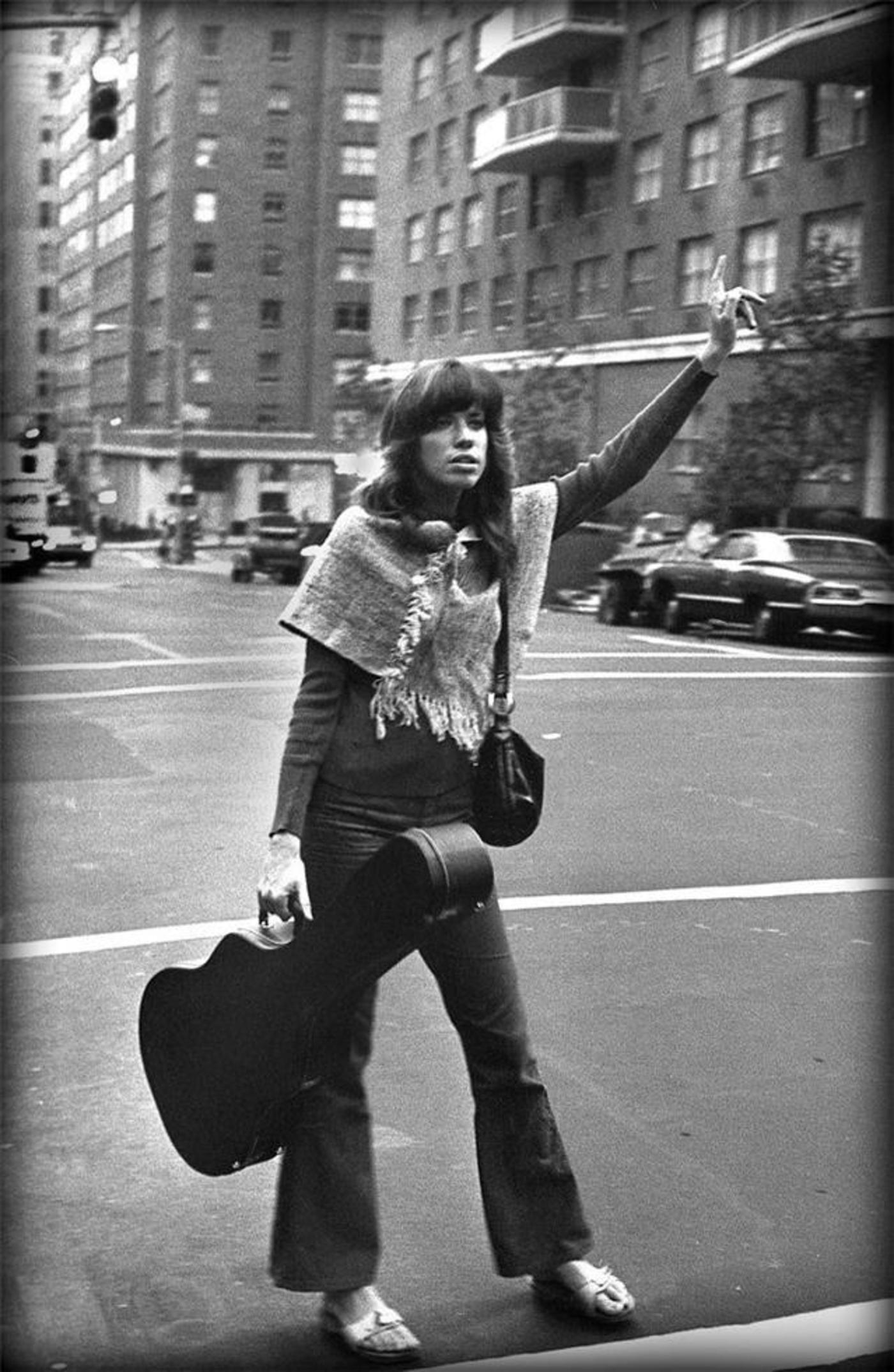 Carly Simon in Brooklyn with guitar in hand hailing cab