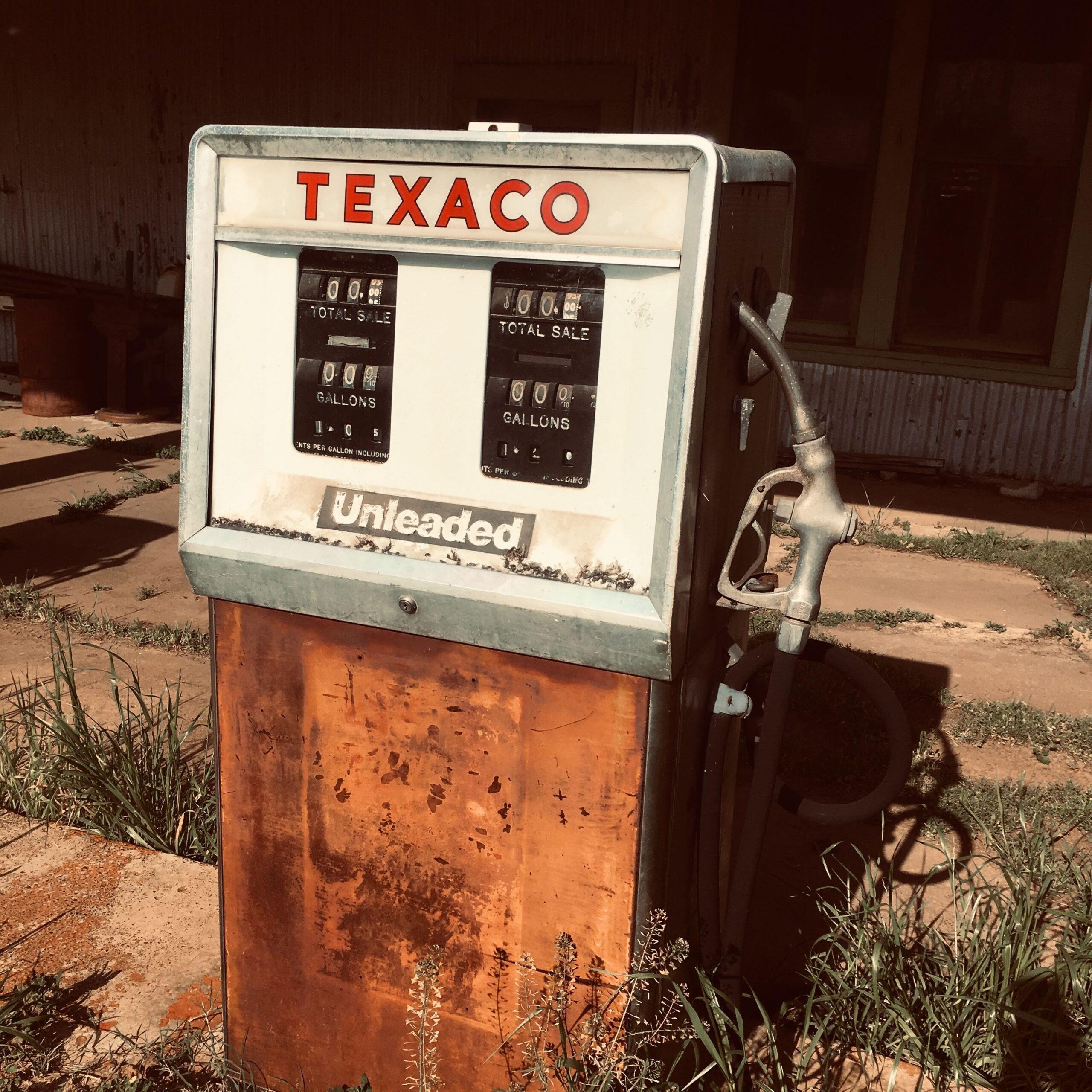 ashlee-attebery-Texaco pump abandoned unsplash